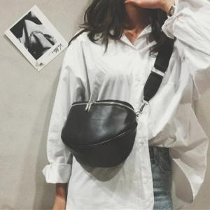 Dámská módní koženková ledvinka přes rameno - černá