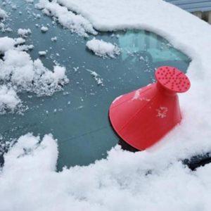 Šikovná škrabka na auto