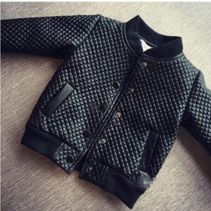 Luxusní chlapecká bunda se vzorem