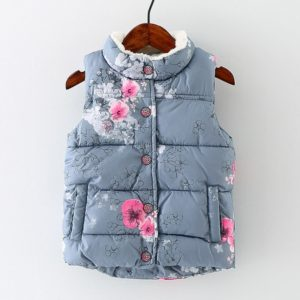 Zimní dětská vesta s květinovým vzorem