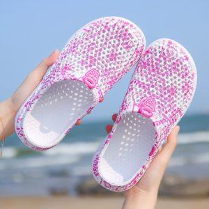 Jednoduché dámské plážové pantofle
