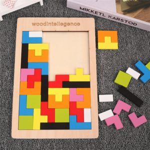 Dřevěné barevné 3D puzzle - škola hrou