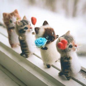 Roztomilé zajímavé ručně vyráběné plstěné kočičky + dárek