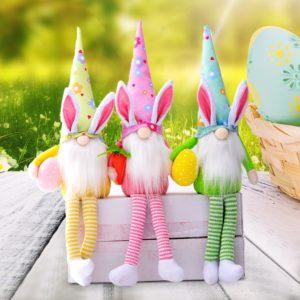 Velikonoční dekorace - barevný skřítek s dlouhýma nohama