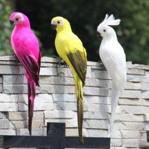 Zahradní dekorační realistický papoušek