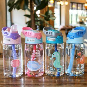 Krásná kojenecká láhev s různými vzory